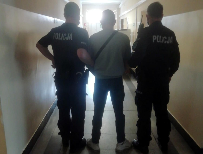 Policja interweniowała w związku z brakiem maseczki u młodego mężczyzny