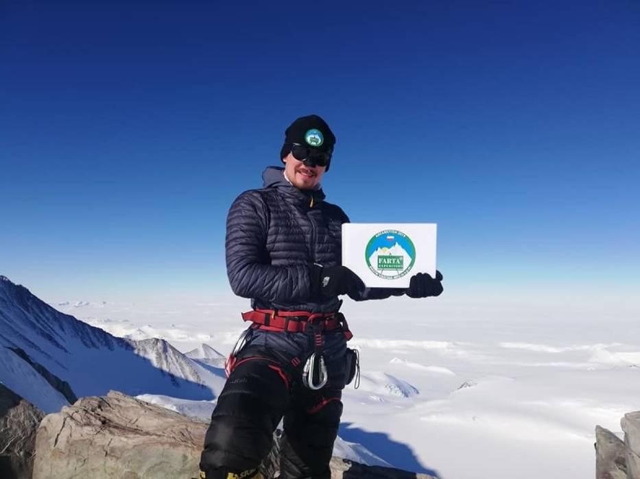 Łukasz Łagożny z Sanoka, pierwszy podkarpacki zdobywca Korony Ziemi, jest już w drodze do domu po zakończonej FARTA Antarktyda Expedition