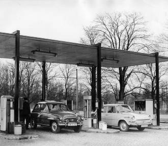 Oto, jak wyglądały stacje benzynowe z czasów Polski Ludowej. Archiwalne zdjęcia!