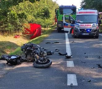 Motocykl zderzył się z samochodem w gminie Rusiec. Nie żyje motocyklista