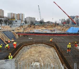 Metro na Bemowo. Rozbudowa II linii nabiera tempa i schodzi coraz głębiej pod ziemię [ZDJĘCIA]