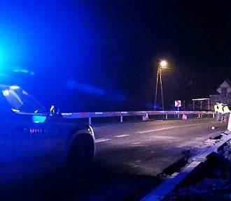 Tragedia na drodze w Lubomierzu. Pieszy zginął pod kołami auta. Szlak zablokowany