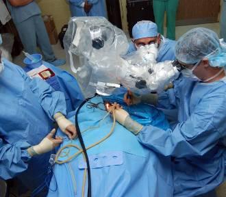 Ile kosztuje nowe biodro albo operacja zaćmy? Sprawdź cennik usług medycznych