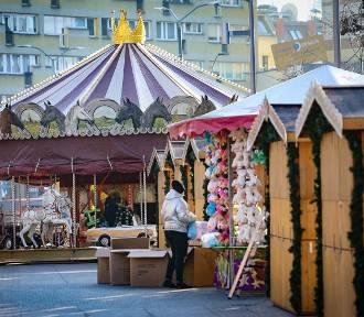 Wielkie przygotowania do otwarcia świątecznego jarmarku w Szczecinie