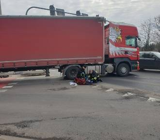 Śmiertelny wypadek. Kobieta pod kołami ciężarówki ZDJĘCIA