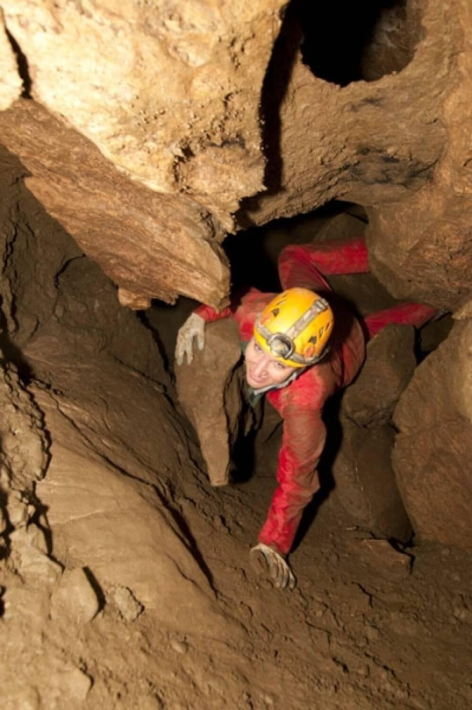 Jaskinia Niedźwiedzia w Kletnie w tajemniczej odsłonie.