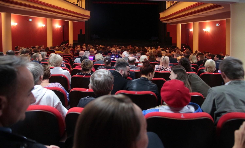 """""""To się nadaje do kabaretu"""" - najnowszy program Kabaretu Smile obejrzeliśmy w grudziądzkim teatrze w czwartek"""