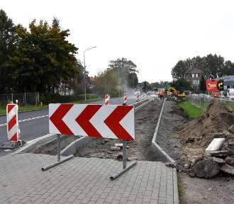 Trwa budowa chodnika wzdłuż ul. Koszalińskiej w Sławnie. Celem poprawa bezpieczeństwa