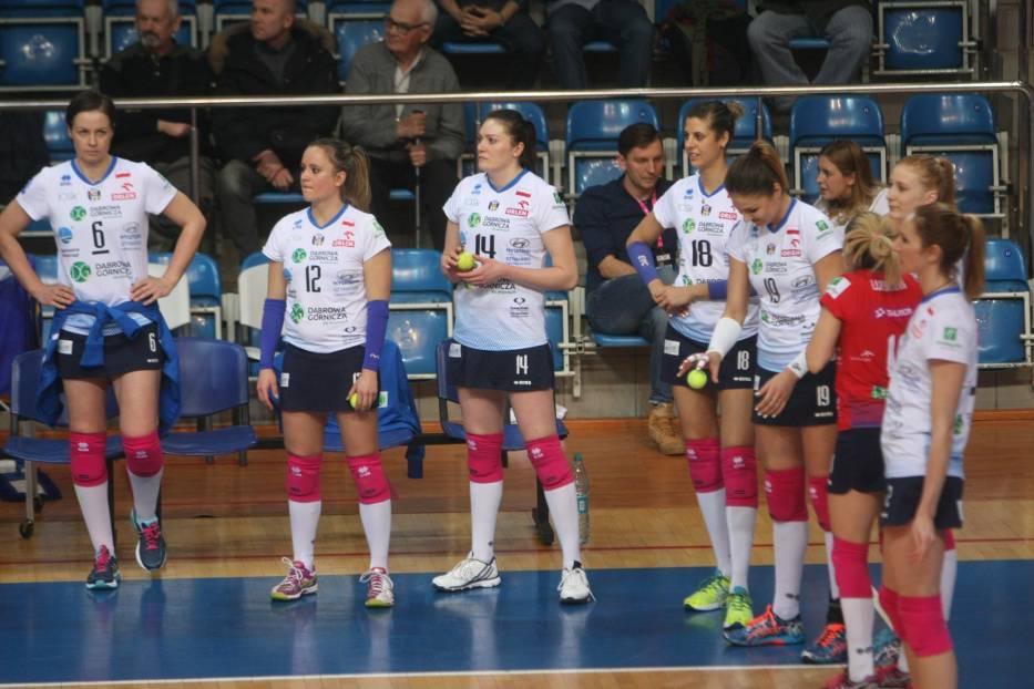 Lena Dziękiewicz (pierwsza z lewej) przez cztery sezony walczyła na parkietach w barwach Tauronu MKS