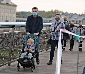 Zaszczepione osoby nie będą musiały nosić maseczek? Rząd chce zachęcić do szczepień
