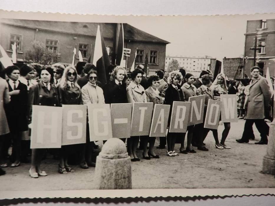 W czasach PRL-u pochody pierwszomajowe były wielkimi wydarzeniami propagandowymi