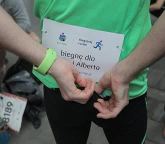 Biegacze podczas półmaratonu wspierali chorych chłopców