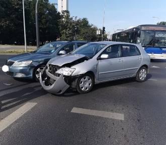 Dwie stłuczki na rondzie Maczka w Bydgoszczy [zdjęcia]