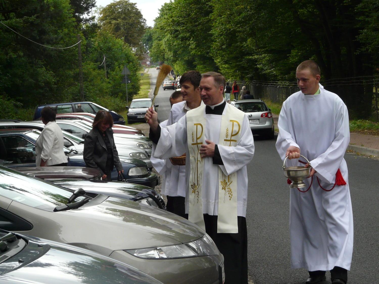 Poświęcenia aut i kierowców dokonano po mszy świętej