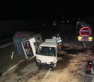 Poważny wypadek na drodze S8 na wysokości Zduńskiej Woli. Są ranni [zdjęcia]