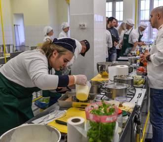 Konkurs Kulinarny Literacka Kuchnia. Rywalizowały drużyny z 13 szkół