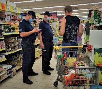 Bytowscy policjanci kontrolują, jak przestrzegamy obostrzenia