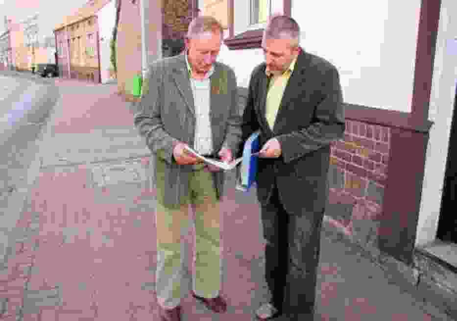 Adam Frąckowiak i Jan Klimko zgromadzili grube teczki dokumentów w sprawie retransmisji