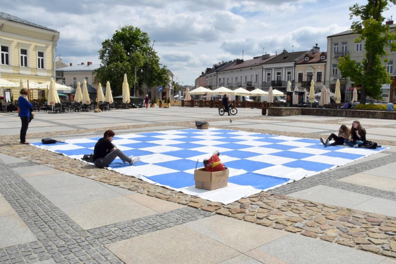 Żywe szachy na Rynku w Kielcach