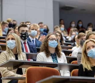 Koronawirus utrudnia naukę w szkołach i na uczelniach w Kujawsko-Pomorskiem