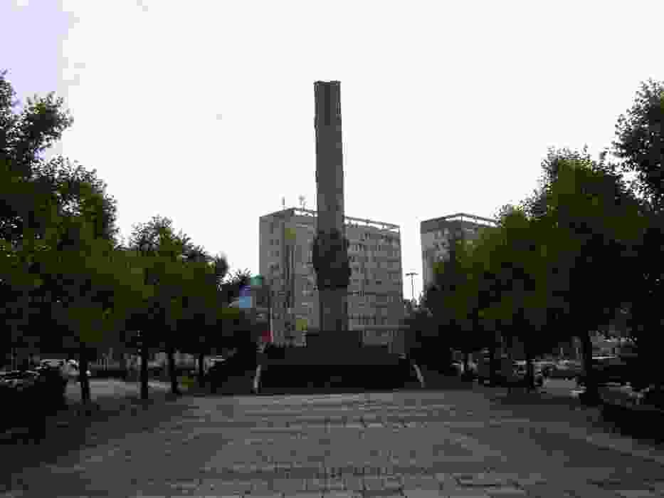 Pomnik Wdzięczności bez zwieńczenia