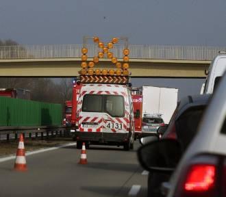 Cztery samochody zderzyły się na autostradzie A4 pod Wrocławiem. Korek ma 12 km!