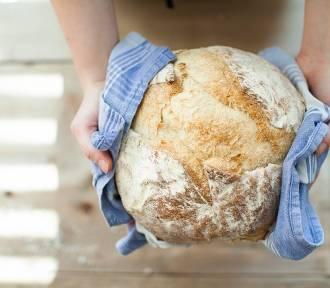 """""""Pieczemy chleb na 100-letnim zakwasie"""". Kulinarne warsztaty z piekarskim pasjonatem"""