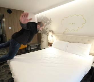 W popularnych kurortach zaczyna brakować miejsc w hotelach. To okazja dla przestępców