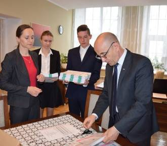 """Maturzyści z """"Łokietka"""" w Radziejowie zadawali egzamin z matematyki! [zdjęcia]"""