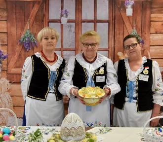 Kulinarna gmina Krokowa: Panie z KGW Lisewo pokazują jak zrobić FIT sałatkę