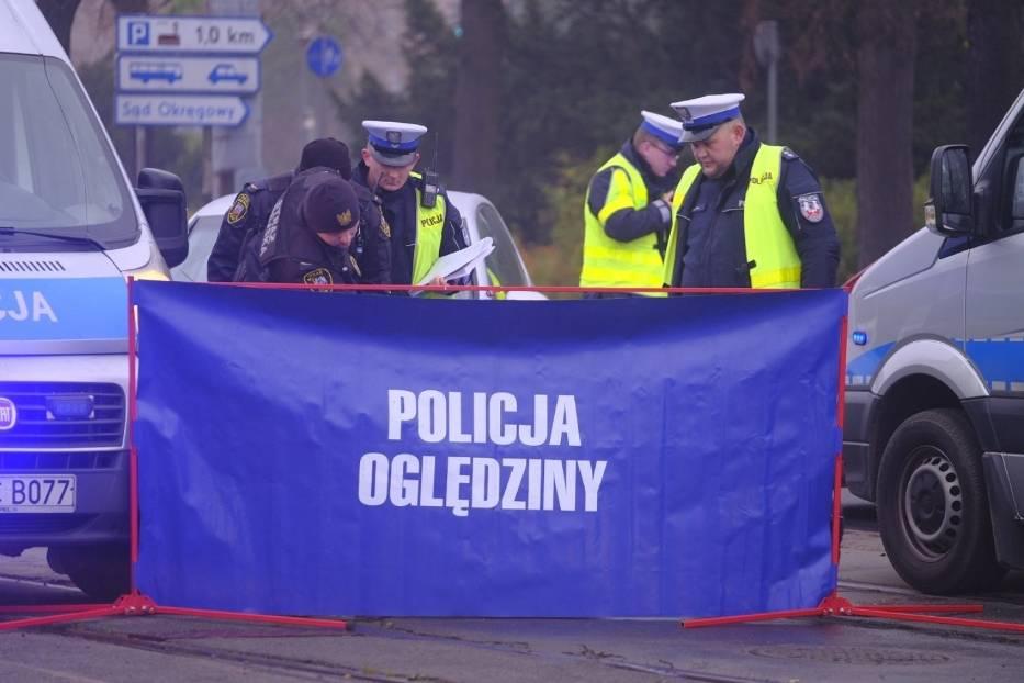 Śmiertelny wypadek w Toruniu. Na Placu Rapackiego zginął pieszy [ZDJĘCIA]