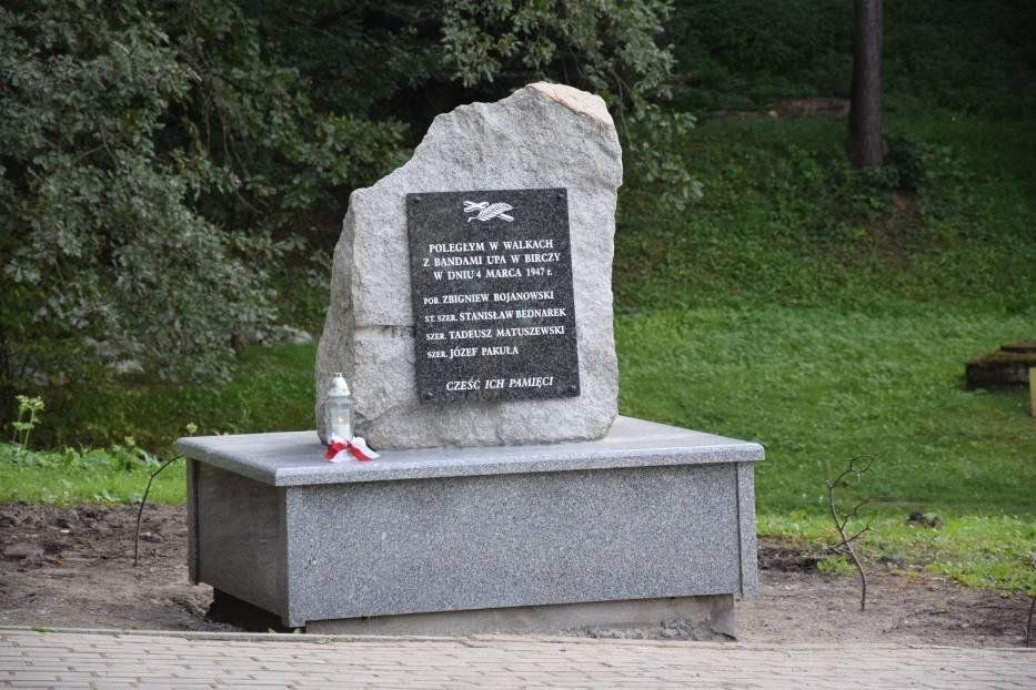 Rozpoczęły się prace budowlane przy nowym pomniku w Birczy, ku pamięci żołnierzy Wojska Polskiego poległych w 1947 r