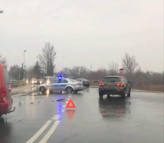 Wypadek drogowy w Łowiczu. Rowerzysta został potrącony na ul. Mostowej