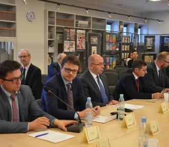 Inauguracyjna sesja Rady Gminy Wejherowo. Niższe wynagrodzenie dla wójta [ZDJĘCIA]