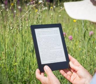Co czytać w wakacje? Oto książki idealne na lato