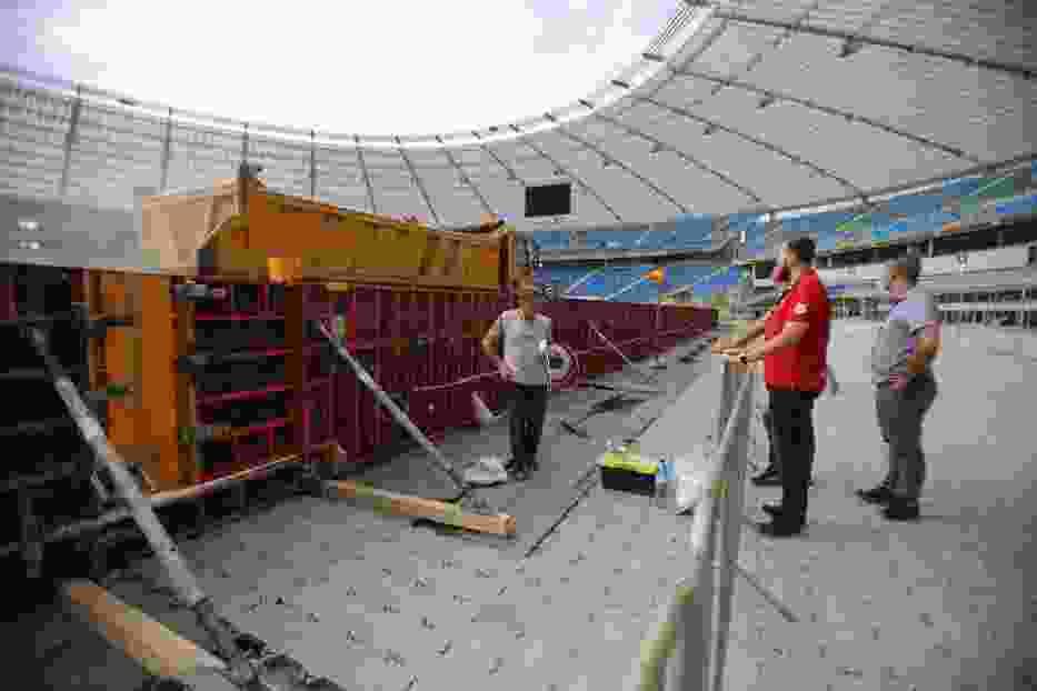 Od kilku dni na stadionie trwa budowa toru, który ma 370 metrów długości, 11 metrów szerokości na prostej i do 18 metrów na wirażach