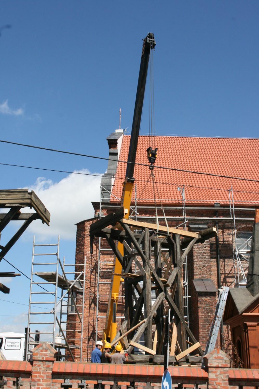 Rozbiórka ponad stuletniej dzwonnicy w Radziejowie