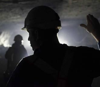 Barbórka. W ciemności, upale i wilgoci pracują górnicy na miedzi