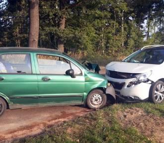 Żory: czołowe zderzenie samochodów na Alei Jana Pawła II. Dwaj mężczyźni w szpitalu