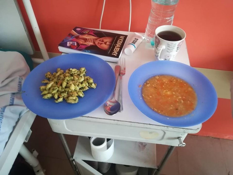 Jedzenie w szpitalach to temat rzeka i napisano o nim już wiele