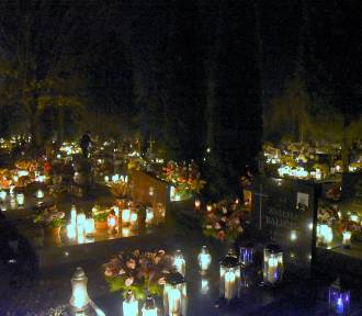 Międzyrzecz: cmentarz wieczorową porą wyglądał przepięknie! [GALERIA]