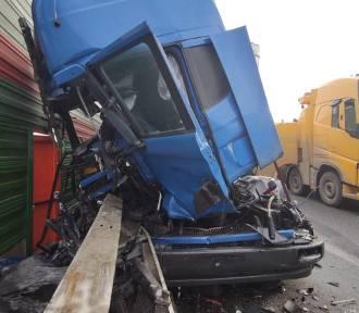 Wypadek na S8 w Piotrkowie. Zderzenie ciężarówek. Trasa na Katowice zablokowana