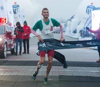 Bieg Niepodległości 2018 z PKO w Gdyni. Andrzej Rogiewicz zwyciężył podczas patriotycznych zawodów