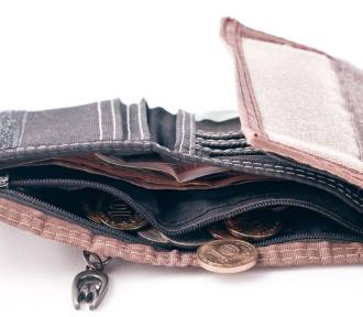 Tych 8 rzeczy nie wolno ci nosić w portfelu. Sprawdź jakich
