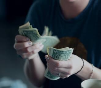 TUTAJ zarabia się najwięcej! Tobie też wpada tyle na konto? TOP 10 miast z najwyższymi zarobkami