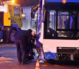 Wypadek w Gdyni. Autobus zderzył się z osobówką [ZDJĘCIA, WIDEO]