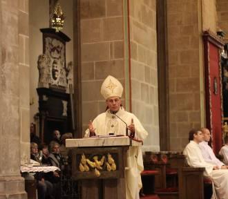 """""""Miłość Ojczyzny wzywa nas do jednoczenia, a nie do dzielenia"""" mówił w homilii ks. abp Wojciech"""