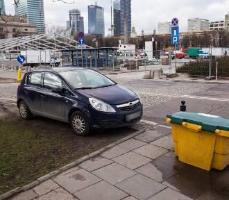 Mistrzowie Parkowania cz. 35. W centrum miasta i na ziemi - tak parkują tylko oni [ZDJĘCIA]