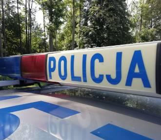 17-latek wjechał w ogrodzenie w Pruchniku. Policjanci znaleźli przy nim narkotyki