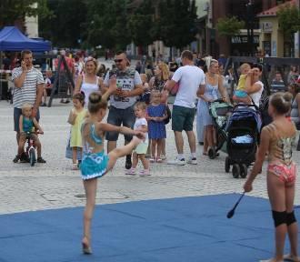 Cyrkowe atrakcje na rynku w Jaworznie ZDJĘCIA